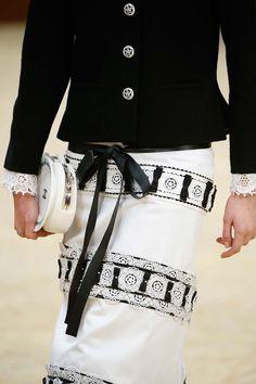 Chanel Fall 2015   Tempo da Delicadeza