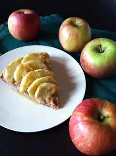 Torta di mele crudista vegana  (su base fatta con i Baci di Eva) /// Raw vegan apple cake