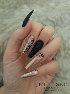 Beautiful Black Nail Designs With Diamonds for Examine it - Nails Aycrlic Nails, Pink Nails, Cute Nails, Pretty Nails, Manicure, Diamond Nail Designs, Black Nail Designs, Diamond Nails, Nails With Diamonds