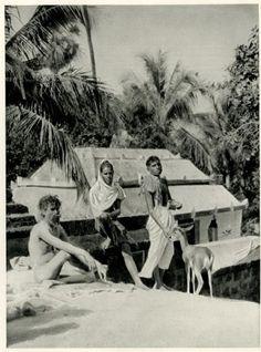 1928-Sadhu and 2 brahmins in Puri