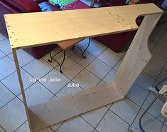 Fabrication cadre de lit en bois avec des planches en pin naturel. Grand lit au sol carré (120x120cm) d'inspiration Montessori pour bébé.