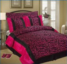 Pink Zebra Print Bedding Set http://www.lovedomain.org/zebra-bedroom-decorating-ideas/
