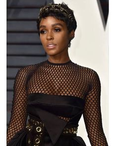 "763 Likes, 16 Comments - Hair MacGyver 💇🏻💇🏼💇🏽💇🏾💇🏿 (@nikkinelms) on Instagram: ""Big 'tings ah gwan! 👑 #JanelleMonae #vanityfairparty #OscarChop #HairByNikkiNelms ✂️"""