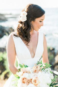 Side swept hair: http://www.stylemepretty.com/little-black-book-blog/2016/08/05/destination-hawaiian-wedding-dreams-made-of-these/ | Photography: Troy Grovers - http://blog.troygrover.com/