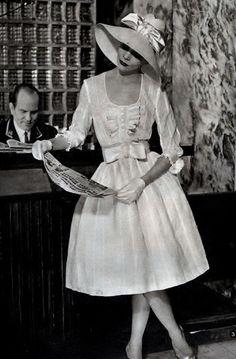 Retro Fashion May 1959 Vintage Fashion 1950s, Fifties Fashion, Vintage Couture, Mode Vintage, Vintage Ladies, Vintage Dresses, Vintage Outfits, 20th Century Fashion, Vintage Fashion Photography