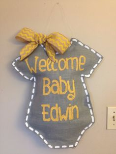 Welcome Baby Burlap Door Hanger Personalized By Thecraftyfoxlr on Best Door Photos Collection 839 Burlap Projects, Burlap Crafts, Craft Projects, Baby Crafts, Diy And Crafts, Baby Kranz, Burlap Door Hangings, Burlap Signs, Wooden Signs