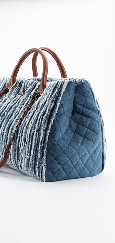 Large fringed denim shopping bag - CHANEL