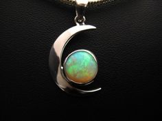 Bring me the Moon! White Opal set in Sterling Silver pendant. So dreamy. Moonstone Jewelry, Gemstone Rings, Types Of Opals, Lightning Ridge, White Opal, Sterling Silver Pendants, Glitters, Labradorite, Melbourne