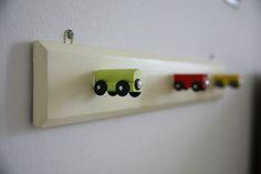 recupero e rivisitazione di attaccapanni a misura di bambino, prototipo su progetto di Arkidslab Ikea Hacks, E Design, Usb Flash Drive, Kids Room, Train, Blog, Home, Kids Rooms, Playroom Table