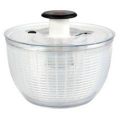 Parece loucura, mas uma saladeira giratória (limpa) pode secar as suas roupas…