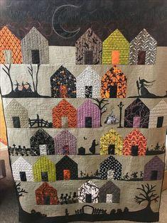 Halloween Quilt Patterns, House Quilt Patterns, House Quilt Block, Halloween Quilts, House Quilts, Quilt Blocks, Free Quilt Block Patterns, Halloween Village, Halloween House