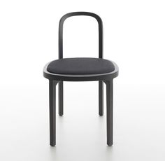 Woodnotes Siro+ oak chair black version with black Sand paper yarn cotton fabric upholstered seat.
