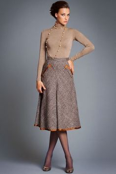 Warm skirts photos): long and midi, winter and autumn models, crocheted and sleeved - - Office Outfits Women, Mode Outfits, Winter Dress Outfits, Skirt Outfits, Mode Style Anglais, Modest Fashion, Fashion Dresses, Business Outfit Frau, Essentiels Mode