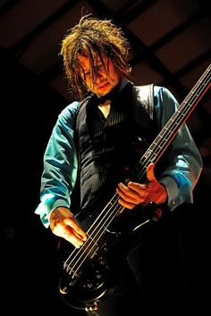 Eric Bass of Shinedown | Pollstar 2009
