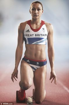 One of Great Britain's best hopes for capturing a gold medal, 26 year old Jessica Ennis met all expectations with a gold in the Women's Heptathlon on Day 8 of the Olympics. Jessica Ennis Hill, Jess Ennis, Vaquera Sexy, Heptathlon, Beautiful Athletes, Workout Regimen, Sporty Girls, Sports Stars, Female Athletes