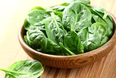 Can You Eat Spinach on a GERD Diet? ¦ I've recently introduced A LOT of spinach into my daily diet. Whole Foods, Whole Food Recipes, Healthy Recipes, Delicious Recipes, Healthy Foods, Omelette Legume, High Potassium Foods, Healthy Life, Healthy Eating