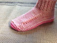 Free+Knitting+Pattern+-+Adult+Slippers+&+Socks:+Better+Dorm+Boots+-+slippers