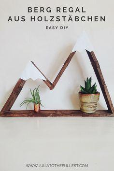 Easy DIY mit Eisstäbchen. DIY Berg Regal aus Holzstäbchen. Das Regal wird super stabil und eignet sich auch als Geschenk für Naturliebhaber und Reise freudige. Es ist wie die Hexagonregal, bzw die Waben regale, nur als Bergform :) #juliatothefullest #diy #eisstäbchen #basteln