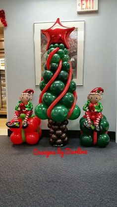 How to make a Christmas tree! You will need: 30 - 5 brown, 5 - 16 green ( if you dont have 16 green, make sure you inflate your 11 to its fu. Grinch Christmas Decorations, Christmas Balloons, Christmas Crafts, Merry Christmas, Christmas Trees, Inflatable Christmas Tree, Balloon Decorations Party, Party Decoration, Birthday Decorations