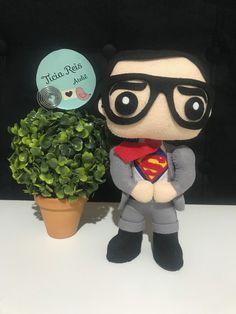 Apostila Digital Superman no Elo7 | Ateliê Ticia Reis (1056E7A) Clark Kent, Superman, Mickey Mouse, Disney Characters, Fictional Characters, Digital, Collages, Avengers, King