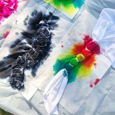 How to Tie Dye 101 Learn tie dye basics including how to prep, tie, dye, and wash tie dyed items. Plus, some of our favorite tie dye patterns! Fête Tie Dye, Tie Dye Party, How To Tie Dye, Neon Party, Tie Dye Tips, Tulip Tie Dye, Tie Dye Socks, Shibori Tie Dye, How To Dye Fabric