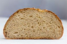 Tento recept nebude krátky. Príprava kváskového chlieba však pre začatočníka nie je úplne triviálna. V recepte je mnoho krokov a mnoho miest, kde sa dá urobiť chyba. V žiadnom prípade vás ale nechcem odradiť. Práve preto píšem tento recept čo najpodrobnejšie. Bread, Food, Meal, Essen, Breads, Buns, Sandwich Loaf