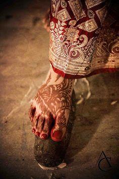 Nora – Hindu Weddings by Adusyanti Chatterjee Photography – – Famous Last Words Hindu Wedding Ceremony, Wedding Mandap, Wedding Rituals, Hindu Weddings, Wedding Poses, Romantic Weddings, Rustic Wedding Photography, Barn Wedding Photos, Bridal Photography