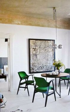 Love those green chairs.