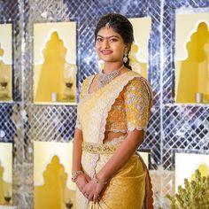 Fancy Sarees, Silk Sarees, Bride And Son, Bridal Sarees South Indian, Blouse Desings, Pattu Saree Blouse Designs, Traditional Silk Saree, Engagement Dresses, Bridal Outfits
