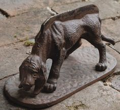 Hound Dog Door Stop.more so it was a boot scraper, for mud before you came in the house. Dog Door Stop, Belgian Pearls, Vintage Iron, Iron Doors, Hound Dog, Crazy Dog, Door Knockers, Vintage Antiques, Vintage Items
