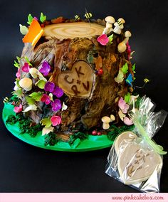 Fantasy Tree Stump Engagement Cake by Pink Cake Box Crazy Cakes, Fancy Cakes, Cute Cakes, Beautiful Cakes, Amazing Cakes, Pastries Images, Tree Stump Cake, Pink Cake Box, Fantasy Cake