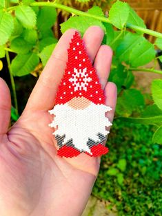 Bead Embroidery Jewelry, Beaded Jewelry Patterns, Beaded Christmas Ornaments, Christmas Perler Beads, Christmas Gnome, Melty Bead Patterns, Loom Beading, Peyote Beading Patterns, Motifs Perler