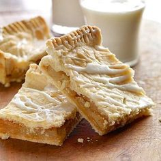 danish pastry apple bars These dessert bars have a top and bottom pastry crust. It's like apple pie in a baking pan! Brownie Desserts, Potluck Desserts, Apple Dessert Recipes, Apple Recipes, Just Desserts, Fall Recipes, Cookie Recipes, Delicious Desserts, Yummy Food