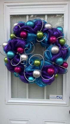 Christmas Deco mesh wreath with Christmas Bulbs Deco Mesh Crafts, Wreath Crafts, Diy Wreath, Ornament Wreath, Wreath Ideas, Cross Wreath, Tulle Wreath, Wreath Making, Ornaments