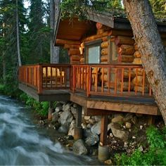 River Log Cabin Oh, to have coffee on the deck, to listen to the river rush by - to fall asleep in such a place. Log Cabin Living, Log Cabin Homes, Log Cabins, Tyni House, Little Cabin, Cabins And Cottages, Cozy Cabin, Cabins In The Woods, Logs