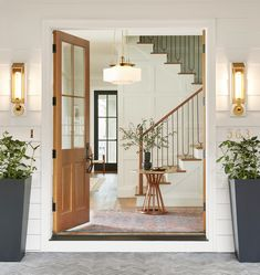 Classic Home Decor Themes That Are Always In Style Outdoor Dining Furniture, Entryway Furniture, Entryway Stairs, Classic Home Decor, Classic House, Traditional House Numbers, Classic Baths, Porch Accessories, Bedroom Seating