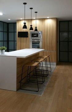 Peninsula de cocina en solid surface. Puertas metálicas lacadas al horno, lámparas vintage. Interiorismo de AZ Diseño. Interior Design Kitchen, Kitchen Furniture, Kitchen Sink, Sweet Home, New Homes, Wood, Home Decor, Cooking, Island Pendant Lights