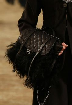 Chanel Pre-Fall 2014 |Chanel's Métiers D'Art Paris-Dallas Collection - Handbag Details