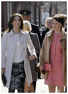 The first lady of Finland Jenni Haukio and Crown princess Mary of Denmark. Ladors with great style. Crown Princess Mary, Fashion Photo, Denmark, Preppy, Royalty, Shirt Dress, Elegant, Lady, Coat