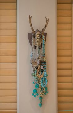 trimood+tour+master+bedroom+jewelry+rack
