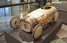 vintage looking pedal car  Very Cool !
