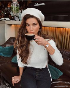 Mode French Girl Hair Hacks - # French What Makes a Clothing Store Great? Paris Outfits, Outfits With Hats, Mode Outfits, Fashion Outfits, Womens Fashion, Fashion Hats, Ladies Fashion, Fashion Ideas, Paris Spring Outfit