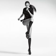 Gigi Hadid Featured in Stuart Weitzman Fall Campaign High Fashion Poses, Fashion Model Poses, Fashion Models, Stuart Weitzman, Kendall Jenner Photos, Human Poses, Fashion Photography Poses, Manila, Editorial Fashion