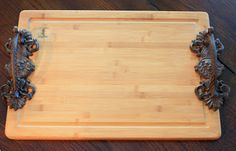 Use cabinet hardware and a cutting board to make beautiful cutting board trays as gifts. Step-by-step instructions and a lot of inspiration.