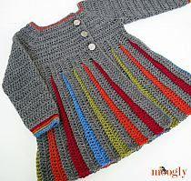 Vestido infantil, em crochê, manga longa, pala abotoada e saia colorida