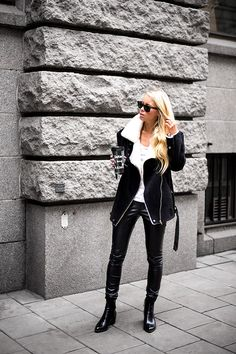 RED REIDING HOOD: My top 10 fashion blogs beautiful Victoria Törnegren swedish Scandinavian fashion blogger girls minimalistic style black leather pants jacket all black everything