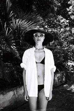 Throwing shade. | Jeanne Damas