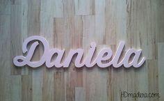Nombres en madera, hechos de una pieza. ¿Quedan genial, no?