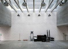 architects designed a studio building for the fashion and fine art photographer, Juergen Teller, spanning a long and narrow plot in West London. Board Formed Concrete, Concrete Facade, Juergen Teller, Architects London, Timber Kitchen, Winning London, Photographic Studio, Built Environment, Architect Design