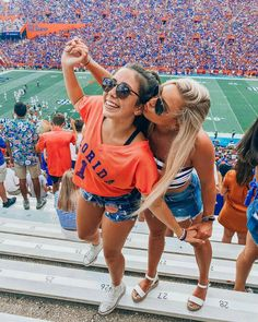 in all kinds of heat☀️🐊 College Goals, College Game Days, College Fun, College Outfits, College Life, Best Friend Pictures, Bff Pictures, Friendship Pictures, Tailgate Outfit
